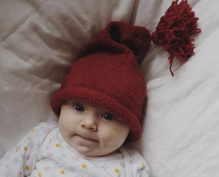 Strikkeopskrift på nissehue til baby og børn fra Lille Svend KBH