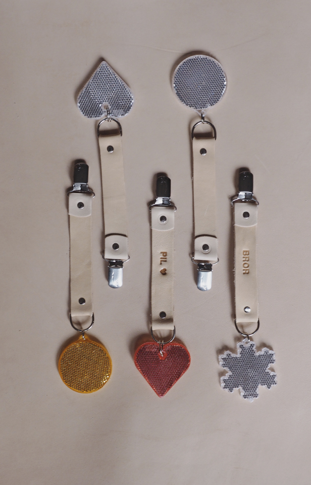 Refleks i læderstrop med navn fra Lille Svend KBH