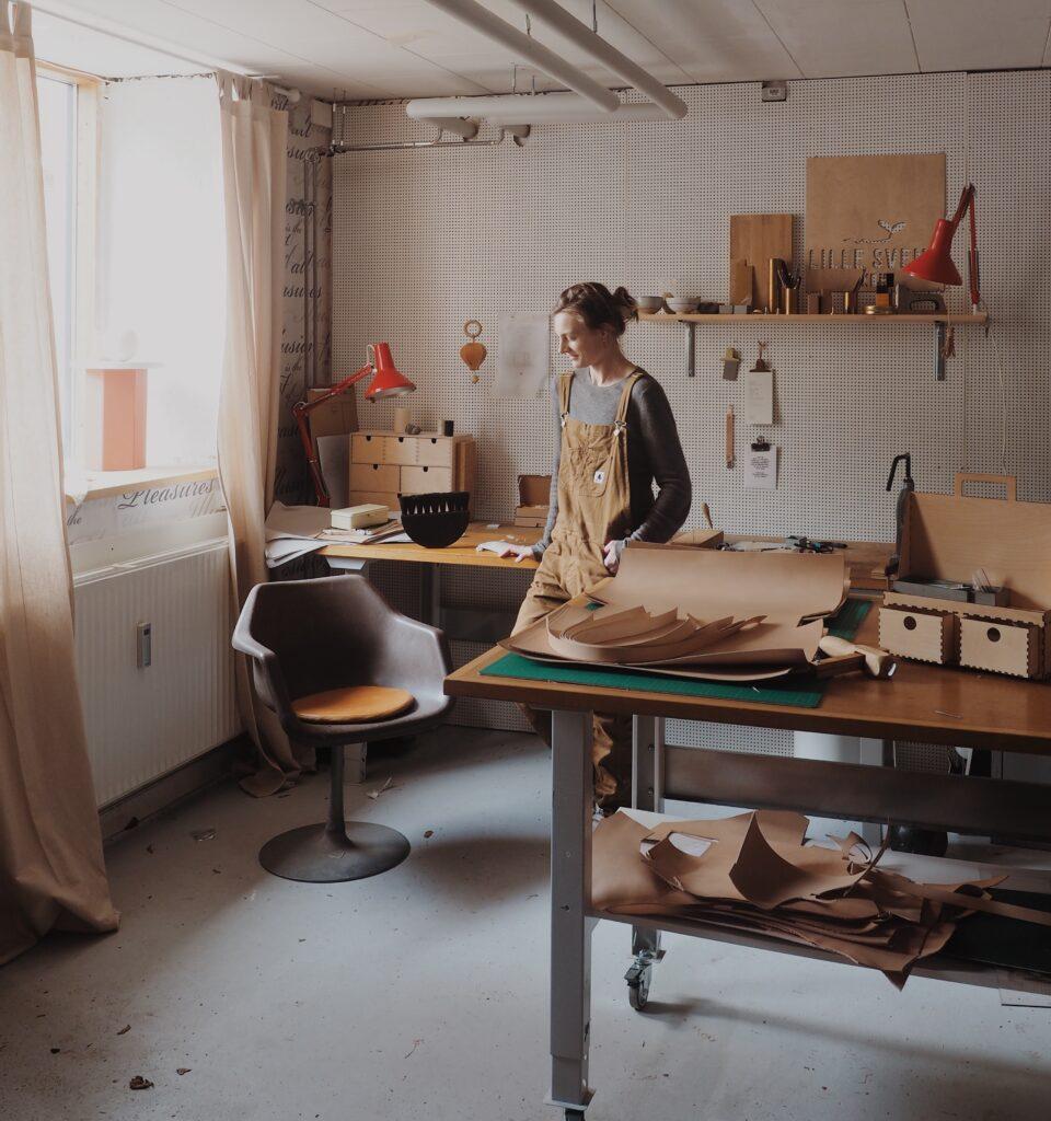 Anne Birkkjær i hendes værksted #lillesvendstudio
