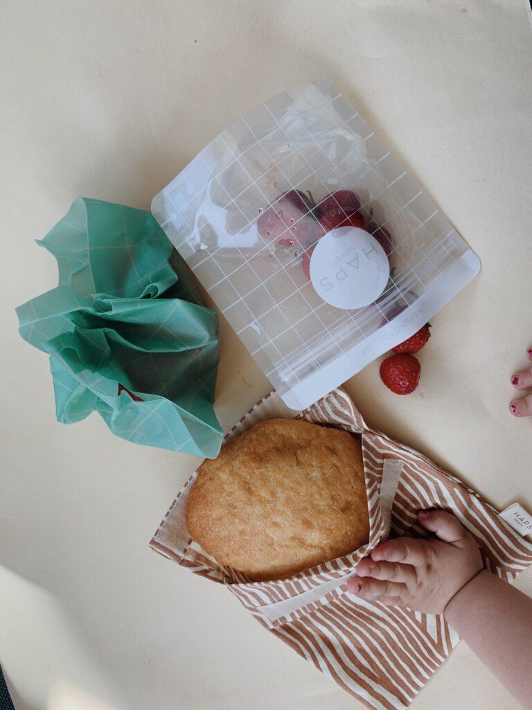 Brug snackbag, sandwich bag og cotton wraps, når du skal have madpakke med på farten.